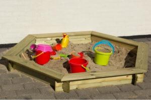 Sandkasse med låg i 6 kantet model