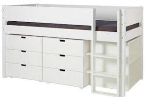 Praktisk halvhøj seng fra Manis-h i str. 90 x 200 cm